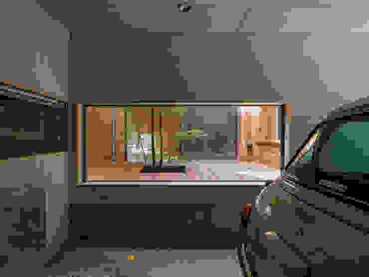 Garage/shed by 株式会社リオタデザイン, Modern