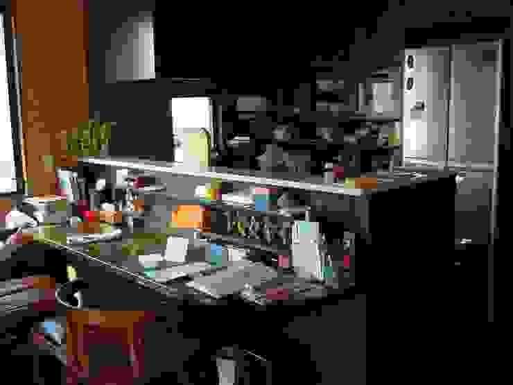 キッチンリフォーム前: 一枚板テーブルと無垢材家具・キッチンの祭り屋が手掛けた折衷的なです。,オリジナル