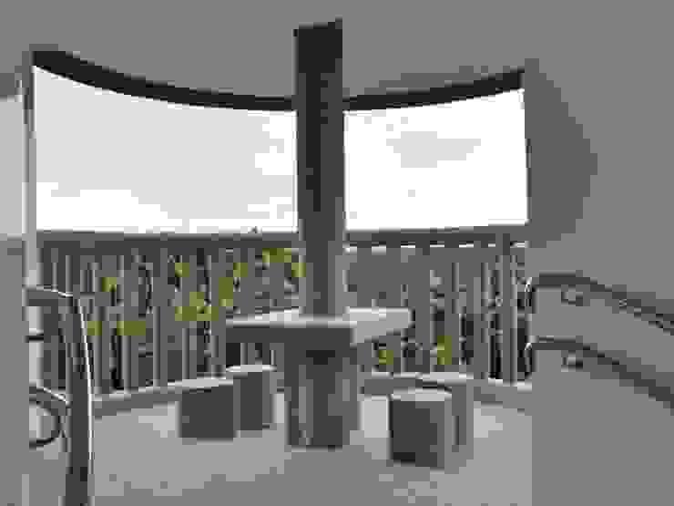 巨木の隠れ家 地中海デザインの テラス の (株)スペースデザイン設計(一級建築士事務所) 地中海
