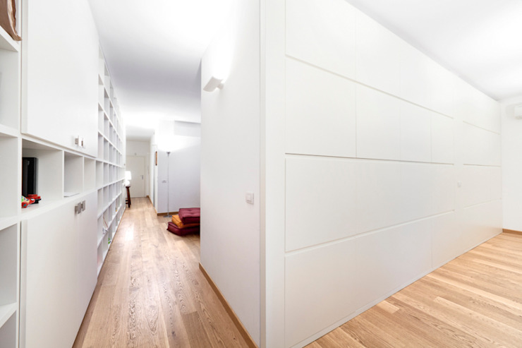 Modern Corridor, Hallway and Staircase by 23bassi studio di architettura Modern Wood Wood effect