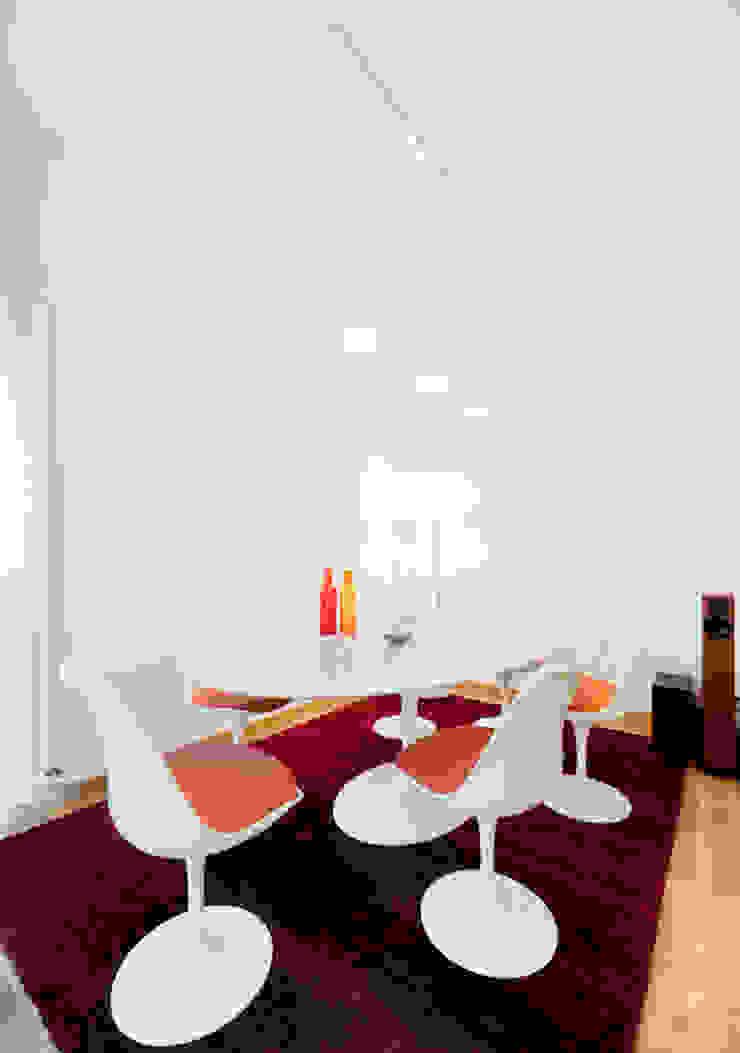 Salle à manger moderne par 23bassi studio di architettura Moderne Bois Effet bois