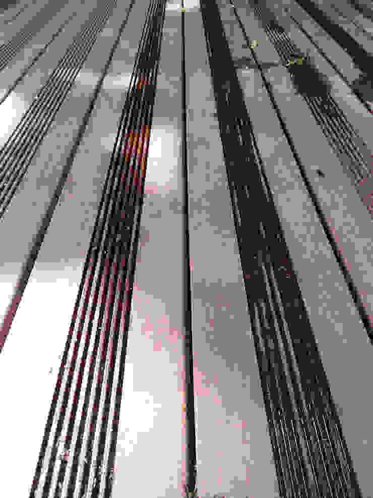Taras drewniany wokół basenu w Warszawie od PHU Bortnowski Nowoczesny