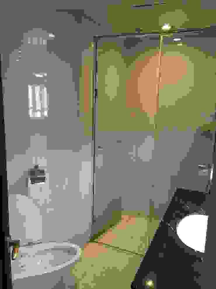 욕실1 (Before): 1204디자인의 미니멀리스트 ,미니멀
