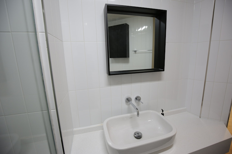 욕실1  세면대 (After): 1204디자인의 미니멀리스트 ,미니멀