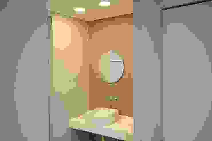 욕실2 (After): 1204디자인의 미니멀리스트 ,미니멀