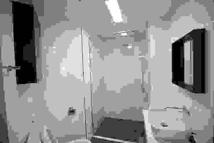 욕실1 (After): 1204디자인의 미니멀리스트 ,미니멀