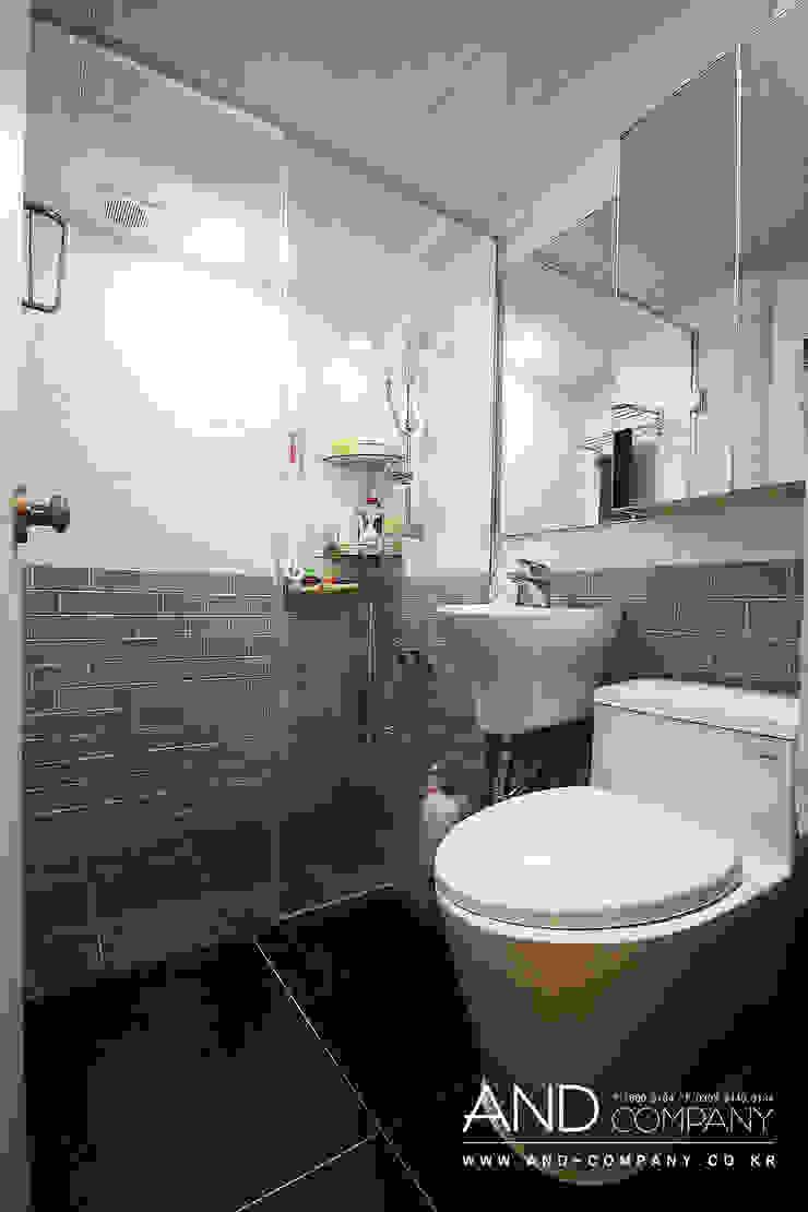 Modern bathroom by 앤드컴퍼니 Modern