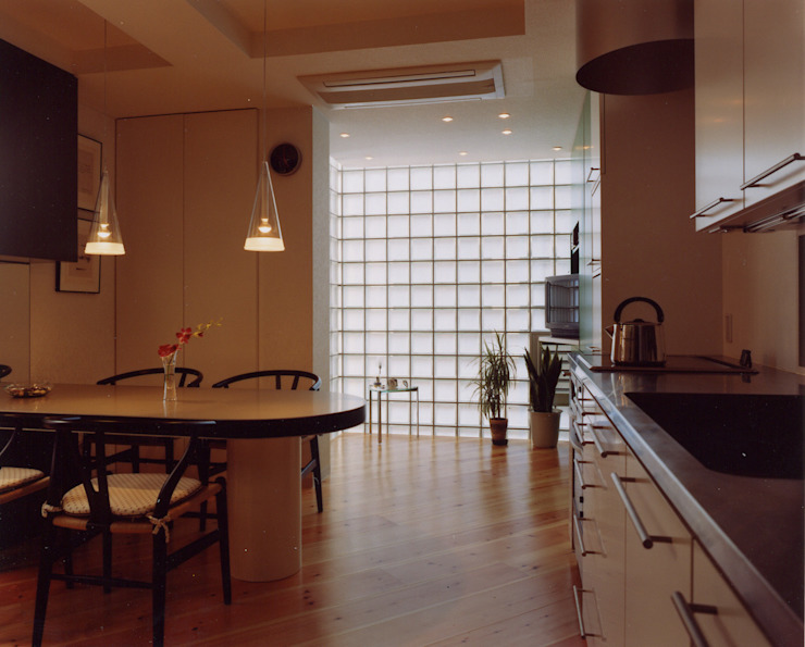 Modern living room by 加藤將己/将建築設計事務所 Modern