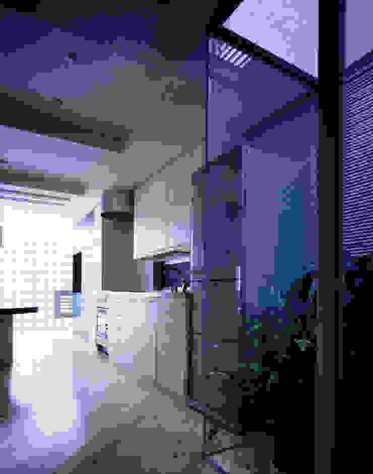 Modern terrace by 加藤將己/将建築設計事務所 Modern