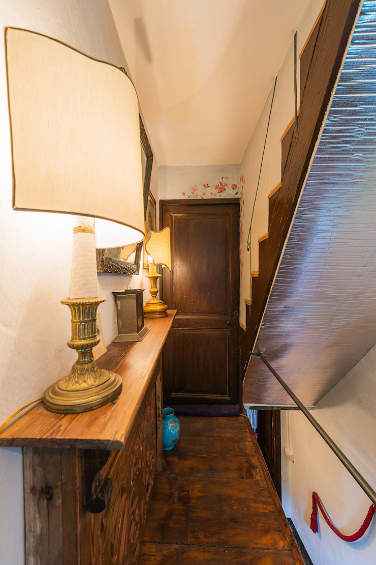Eclectic corridor, hallway & stairs by PaoloNet di Paolo Brignone Eclectic