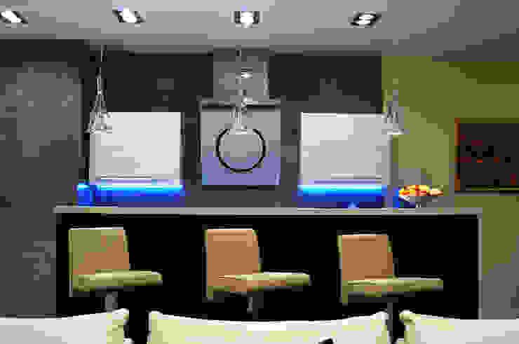 Квартира в жк <q>Аэробус</q> Кухни в эклектичном стиле от In/De/Art Эклектичный