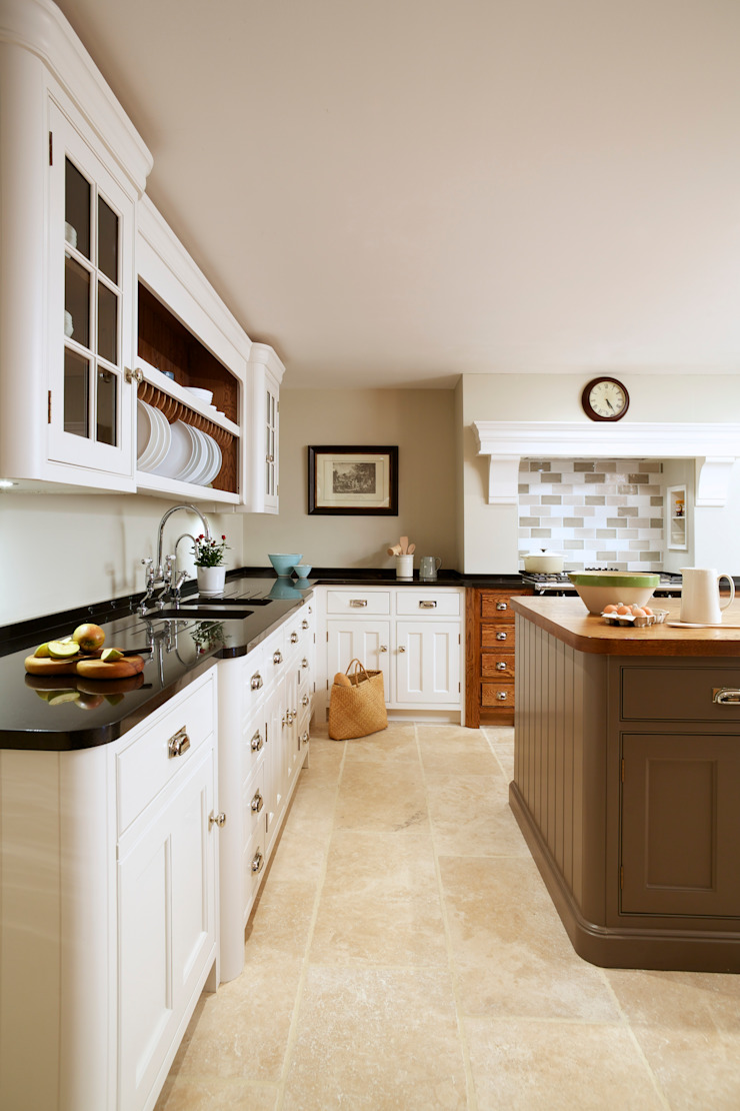 Nickleby | Felsted | Bespoke Classic Contemporary Kitchen Humphrey Munson Classic style kitchen