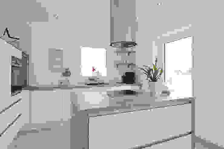 Modern kitchen by Danhaus GmbH Modern