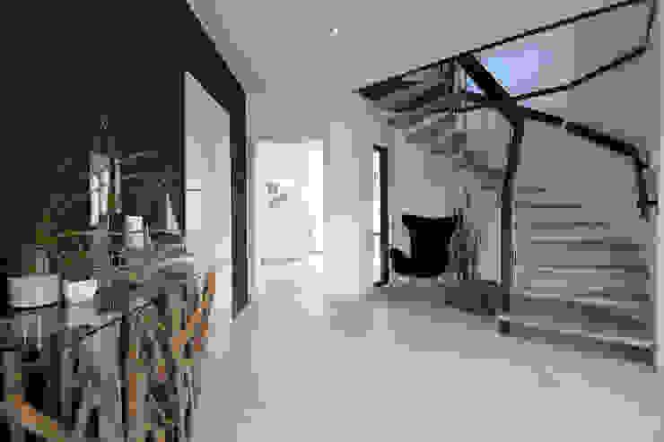 Modern corridor, hallway & stairs by Danhaus GmbH Modern