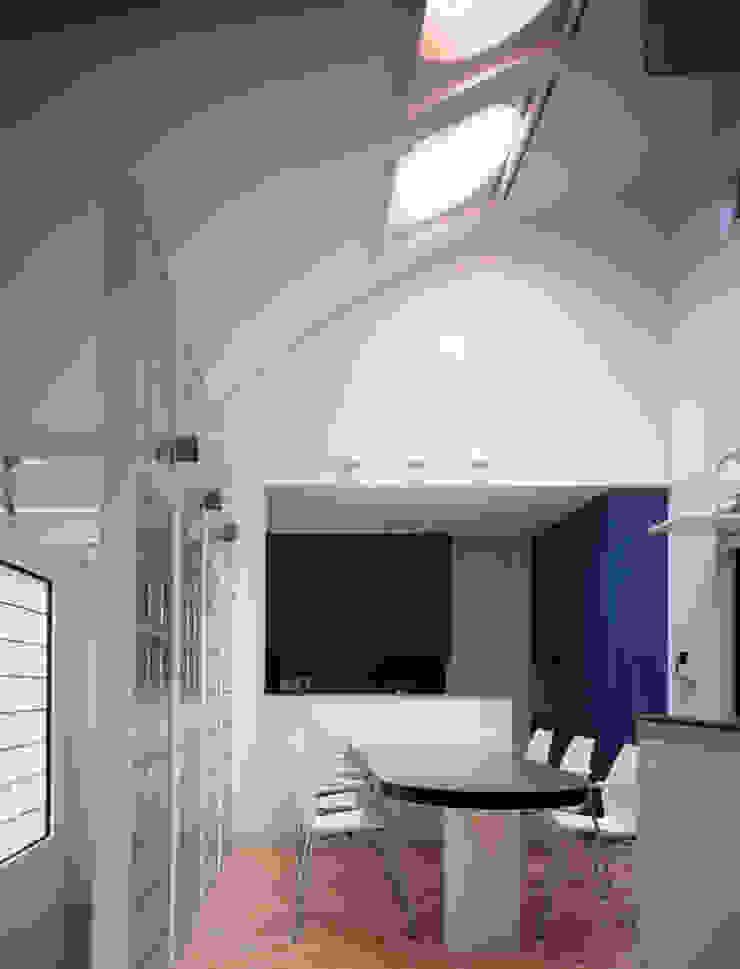 鮮やかなグリーンのキッチン: 加藤將己/将建築設計事務所が手掛けた現代のです。,モダン