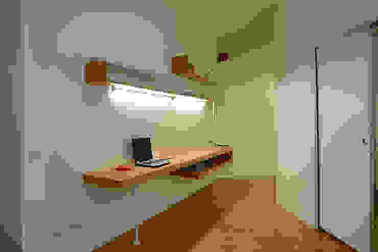 Modern study/office by studio di architettura Comes Del Gallo Modern