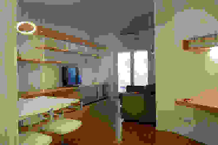 casa in via di Valle Corteno Soggiorno moderno di studio di architettura Comes Del Gallo Moderno
