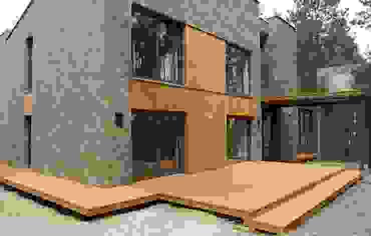 Varandas, alpendres e terraços rústicos por Tarasy-drewniane- Dorota Maciejewska Rústico
