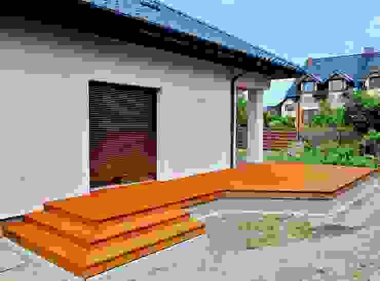 Balkon, Beranda & Teras Klasik Oleh Tarasy-drewniane- Dorota Maciejewska Klasik