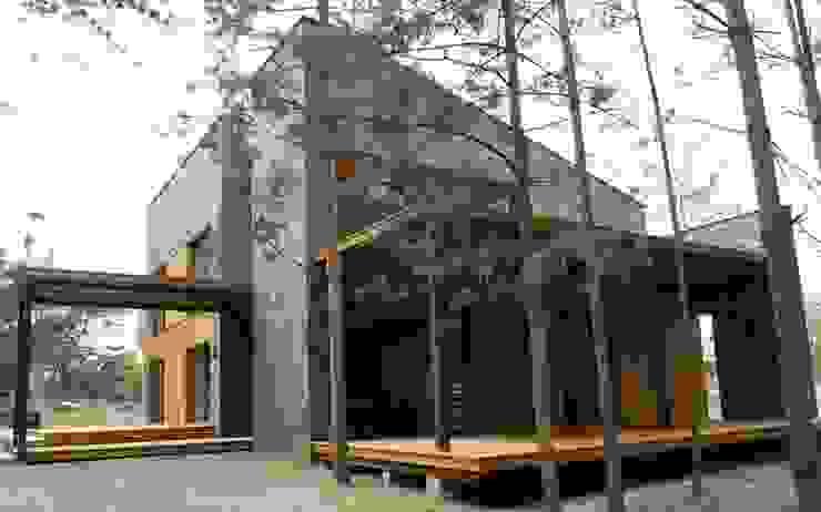 Tarasy-drewniane- Dorota Maciejewska Rustic style balcony, veranda & terrace