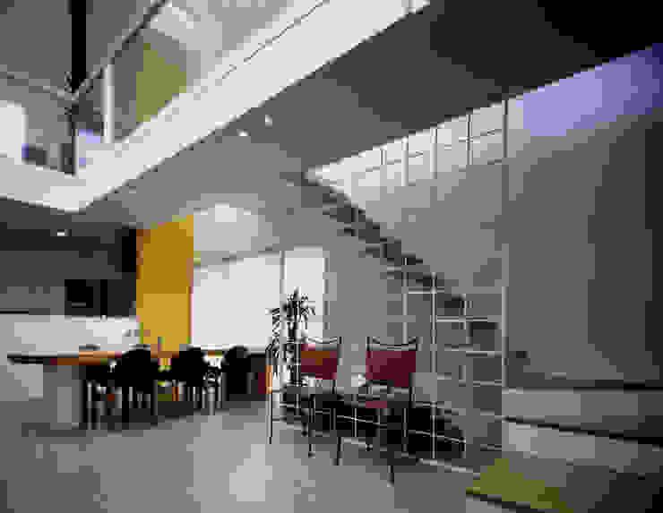 王禅寺の家: 加藤將己/将建築設計事務所が手掛けた現代のです。,モダン