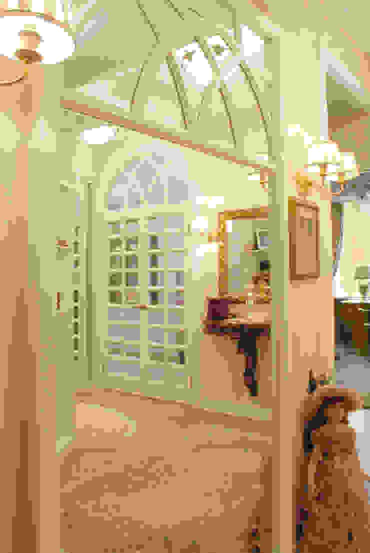 Цвета чайной розы D&T Architects Коридор, прихожая и лестница в классическом стиле