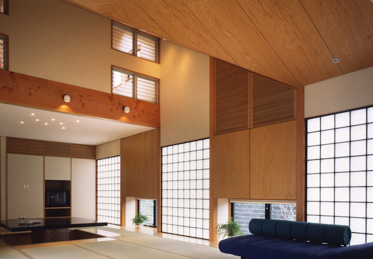 禅次丸の木のある家: 加藤將己/将建築設計事務所が手掛けた現代のです。,モダン