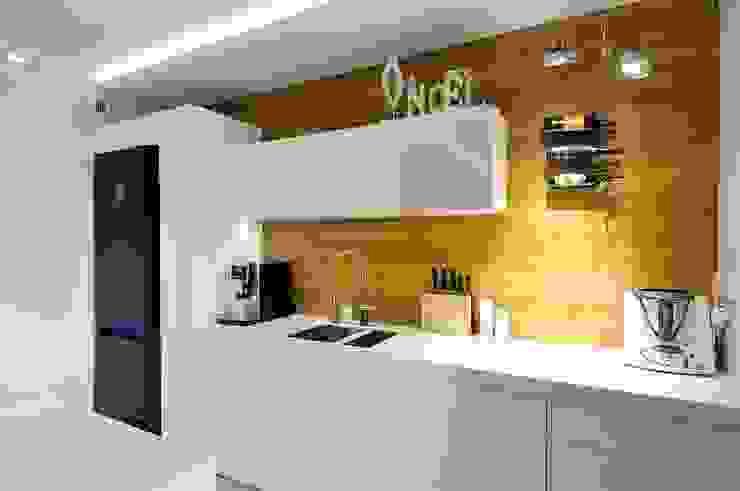 Modern kitchen by ARTEMA PRACOWANIA ARCHITEKTURY WNĘTRZ Modern