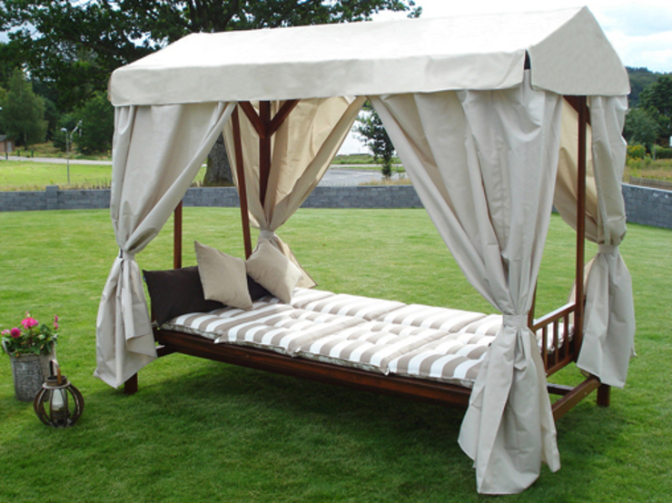 Melby Day Bed: scandinavian  by Garden Furniture Scotland ltd, Scandinavian