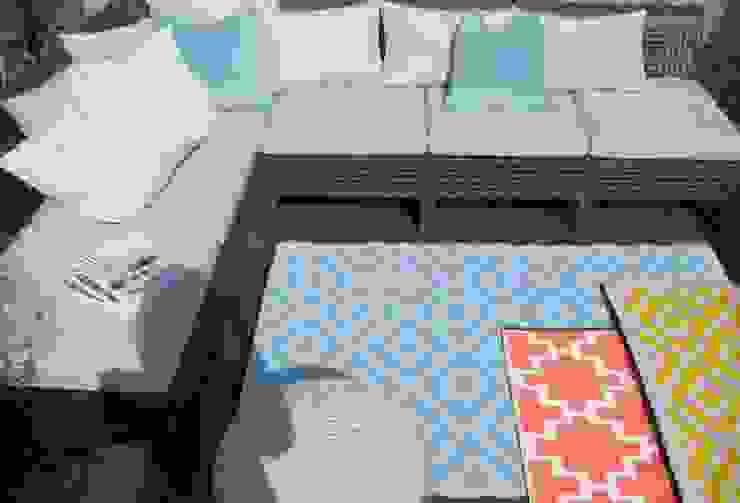 Outdoor-Teppiche - Die Alleskönner unter den Teppichen Moderner Balkon, Veranda & Terrasse von RUGit Store Modern