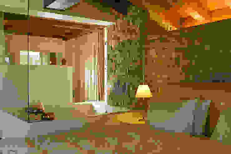 Villa a Clusone (BG) Lineacolor studio di giacomo Bonaldi Camera da letto eclettica