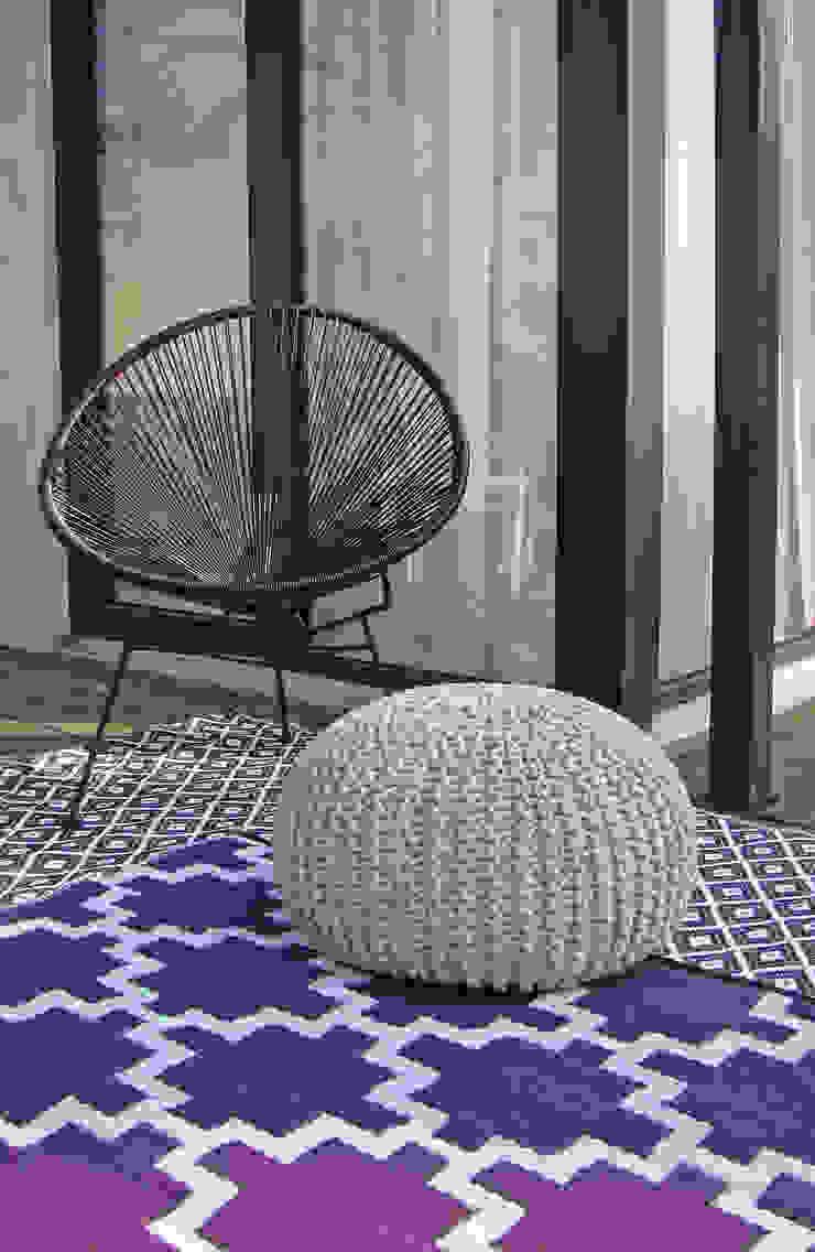 Outdoor-Teppiche – Die Alleskönner unter den Teppichen RUGit Store Minimalistischer Balkon, Veranda & Terrasse