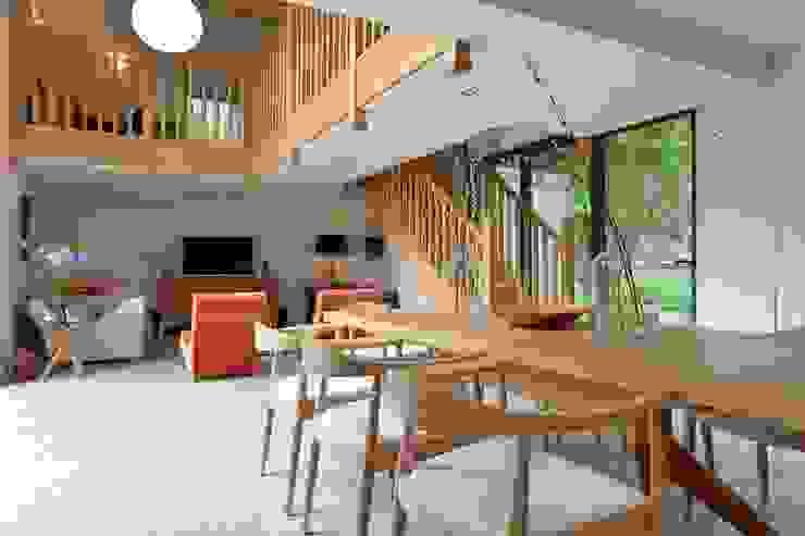 Contemporary Barn Conversion bởi Natalie Davies Interior Design Hiện đại