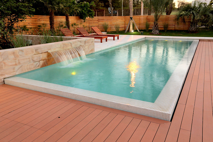 Modern pool by Piscinas Scualo Modern Wood Wood effect