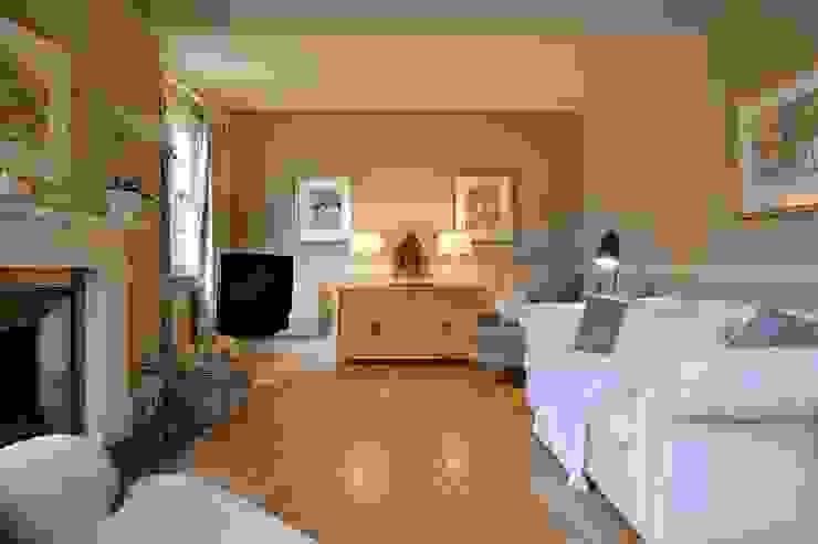 Elegant Sitting Room by Natalie Davies Interior Design Modern