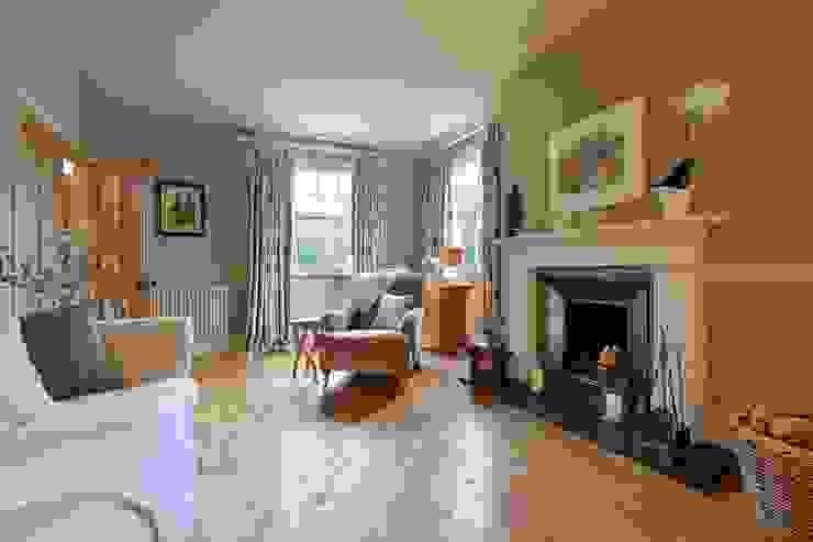 Elegant Sitting Room Nowoczesny salon od Natalie Davies Interior Design Nowoczesny