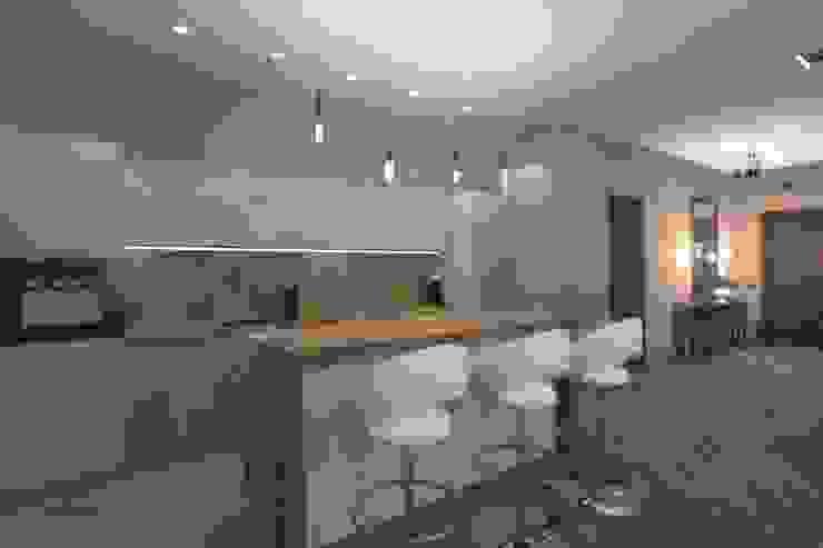 Проект квартиры в Латвии Кухня в классическом стиле от АМСД Классический