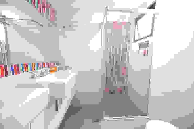 Moderne badkamers van Item 6 Arquitetura e Paisagismo Modern