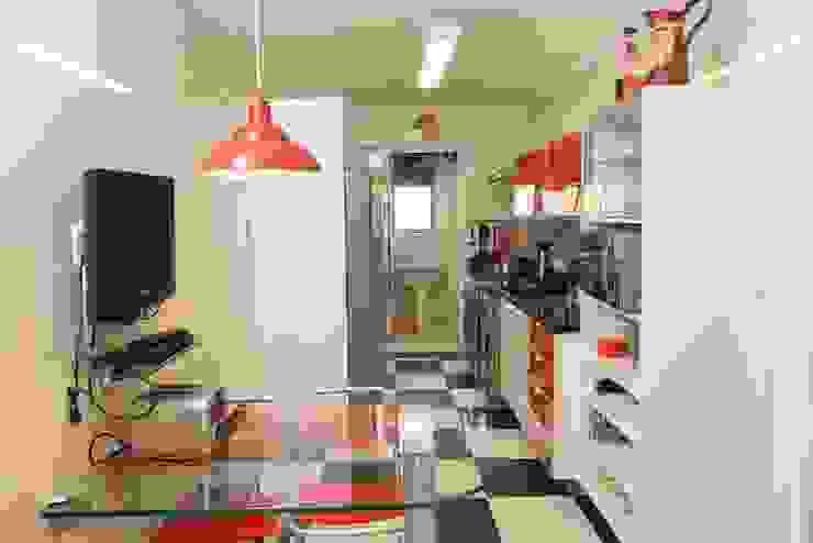 Modern kitchen by Item 6 Arquitetura e Paisagismo Modern