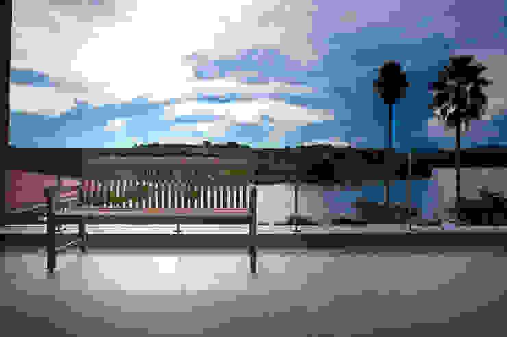 Vista da varanda Varandas, alpendres e terraços clássicos por M.Lisboa Arquitetura e Interiores Clássico