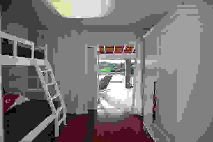 Quarto menino Quarto infantil clássico por M.Lisboa Arquitetura e Interiores Clássico
