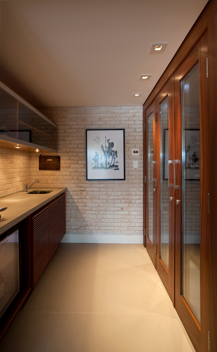 Adega Adegas clássicas por M.Lisboa Arquitetura e Interiores Clássico