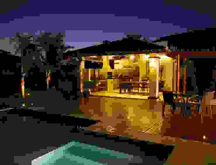 Piscine tropicale par Jamile Lima Arquitetura Tropical