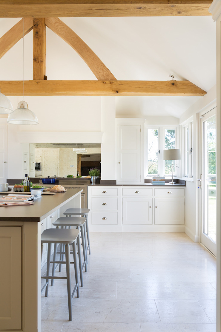 The Old Forge House, Hertfordshire | Classic Painted Shaker Kitchen Humphrey Munson Kitchen