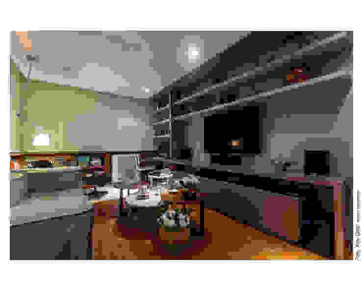 Apartamento na Barra Salas de estar modernas por Spinola+Carvalho Arquitetura Moderno