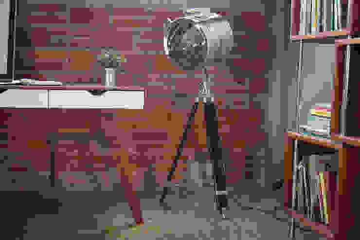 Una lámpara del otro mundo:  de estilo industrial por Gaia Design, Industrial