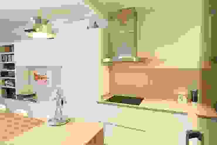 Cocina integrada Cocinas de estilo moderno de GPA Gestión de Proyectos Arquitectónicos ]gpa[® Moderno