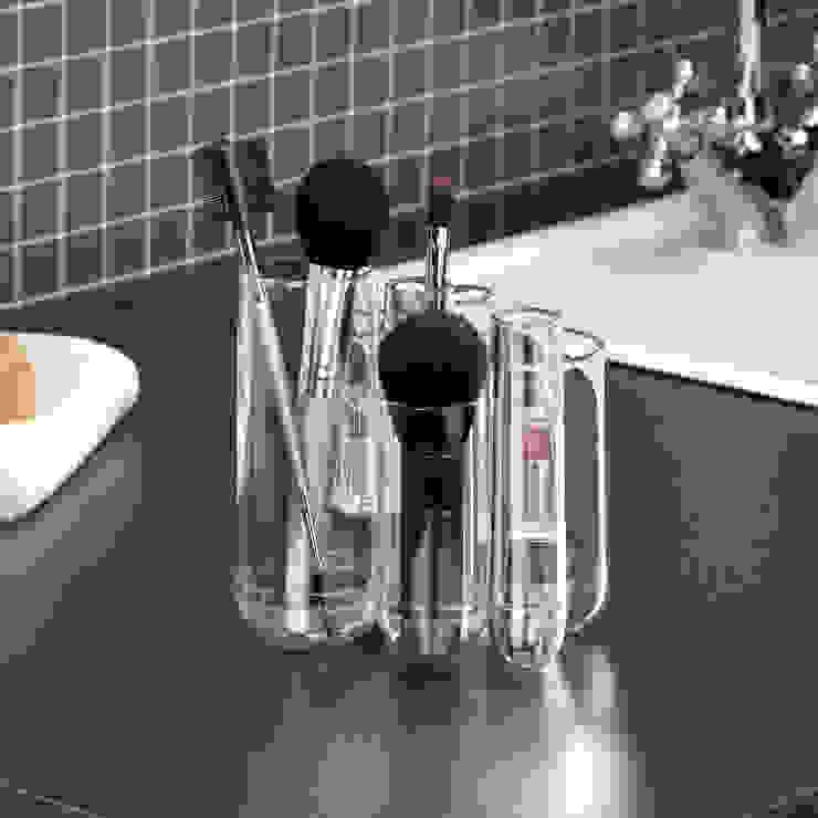 7 petits tubes par Salle de Bains Déco.com Éclectique Plastique