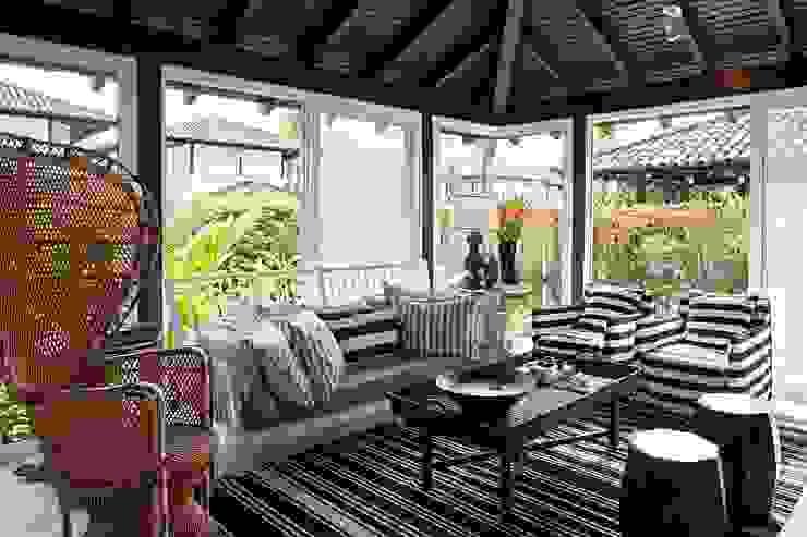 homify Tropischer Balkon, Veranda & Terrasse