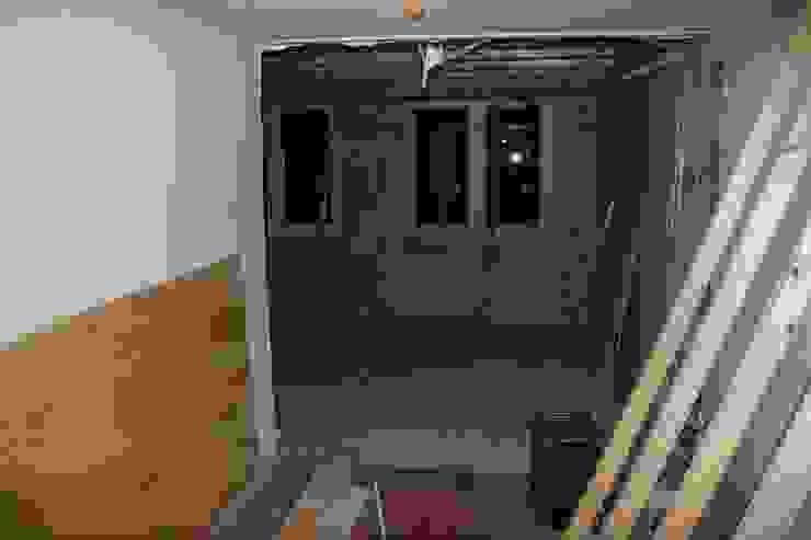 doorbraak naar uitbouw 1e verdieping: modern  door PIER architecten, Modern
